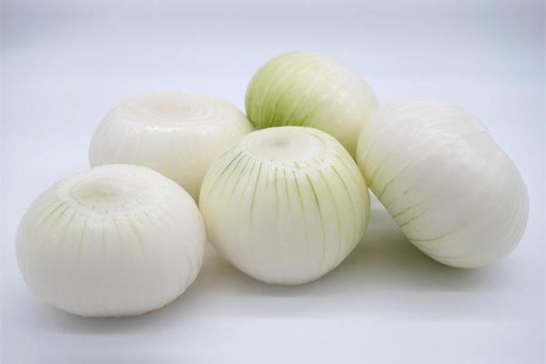 white peeled onion